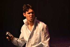 Gino als Elvis tijdens Showhero 'Reis om de Wereld'